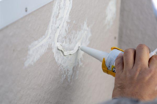 手軽に壁のひび割れを補修できる!手間いらずのハンドスムーサーについて解説!