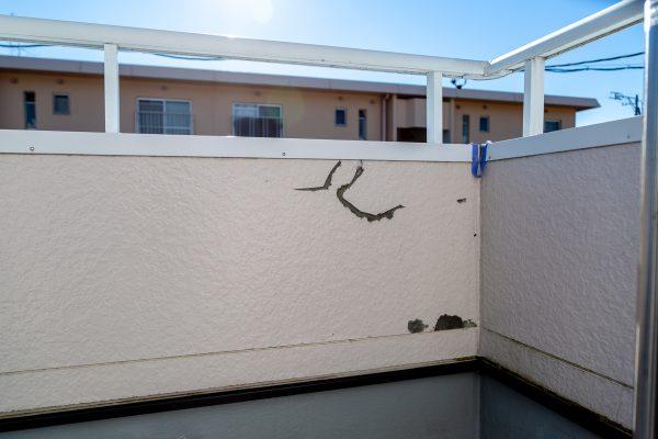 外壁にできてしまうひびを解消する方法とは?ひび割れ工事について解説!